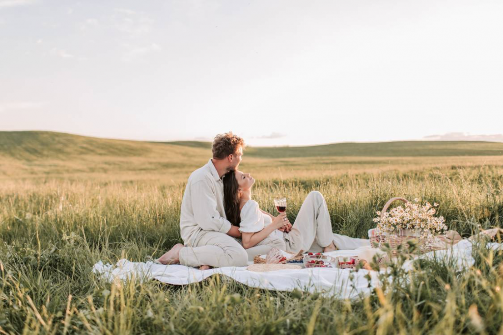 20 Stunning Pre Wedding Photoshoot Ideas for a Picture-Perfect Wedding Album 4